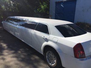 Chrysler 300C limousine back