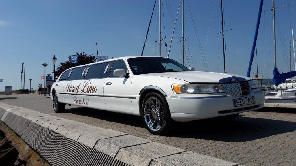 Lincoln Town Car Limo 1999 - LimoMarket.com