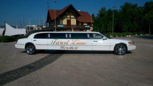 Lincoln Town Car limousine outdoor 2