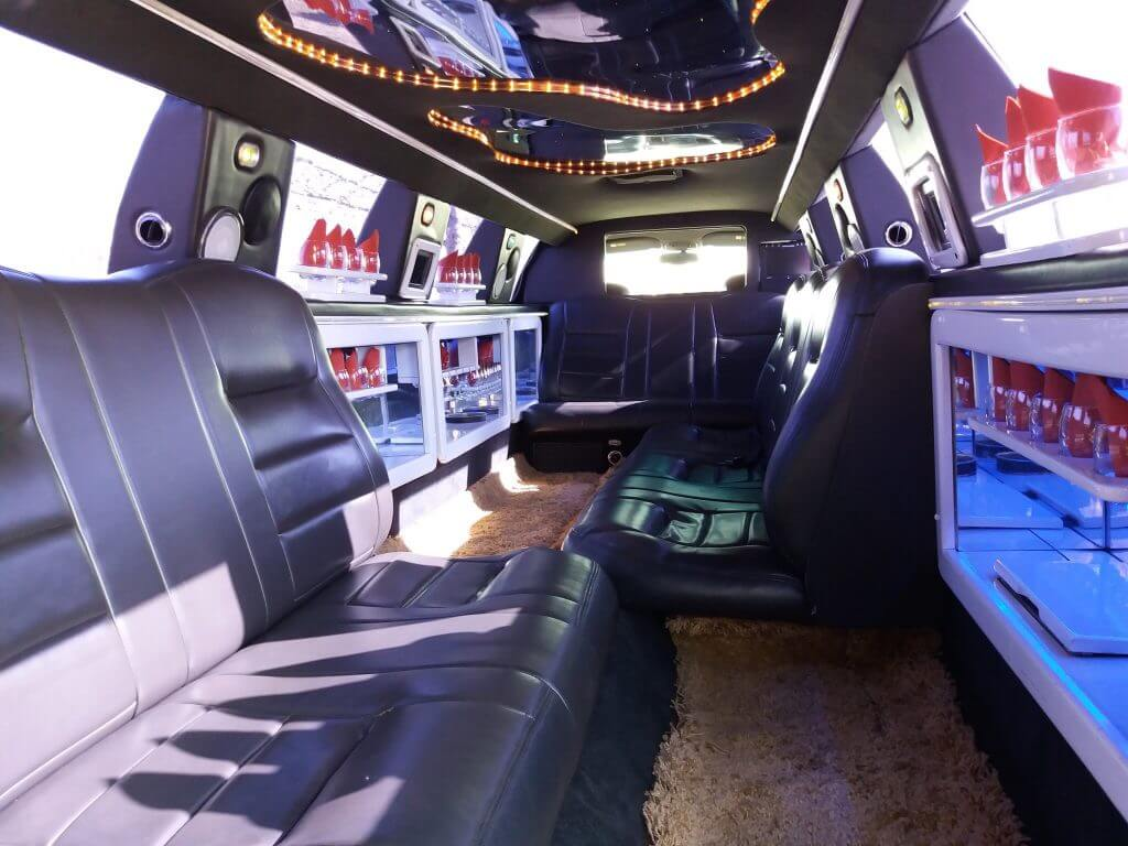 Lincoln Town card limousine inside